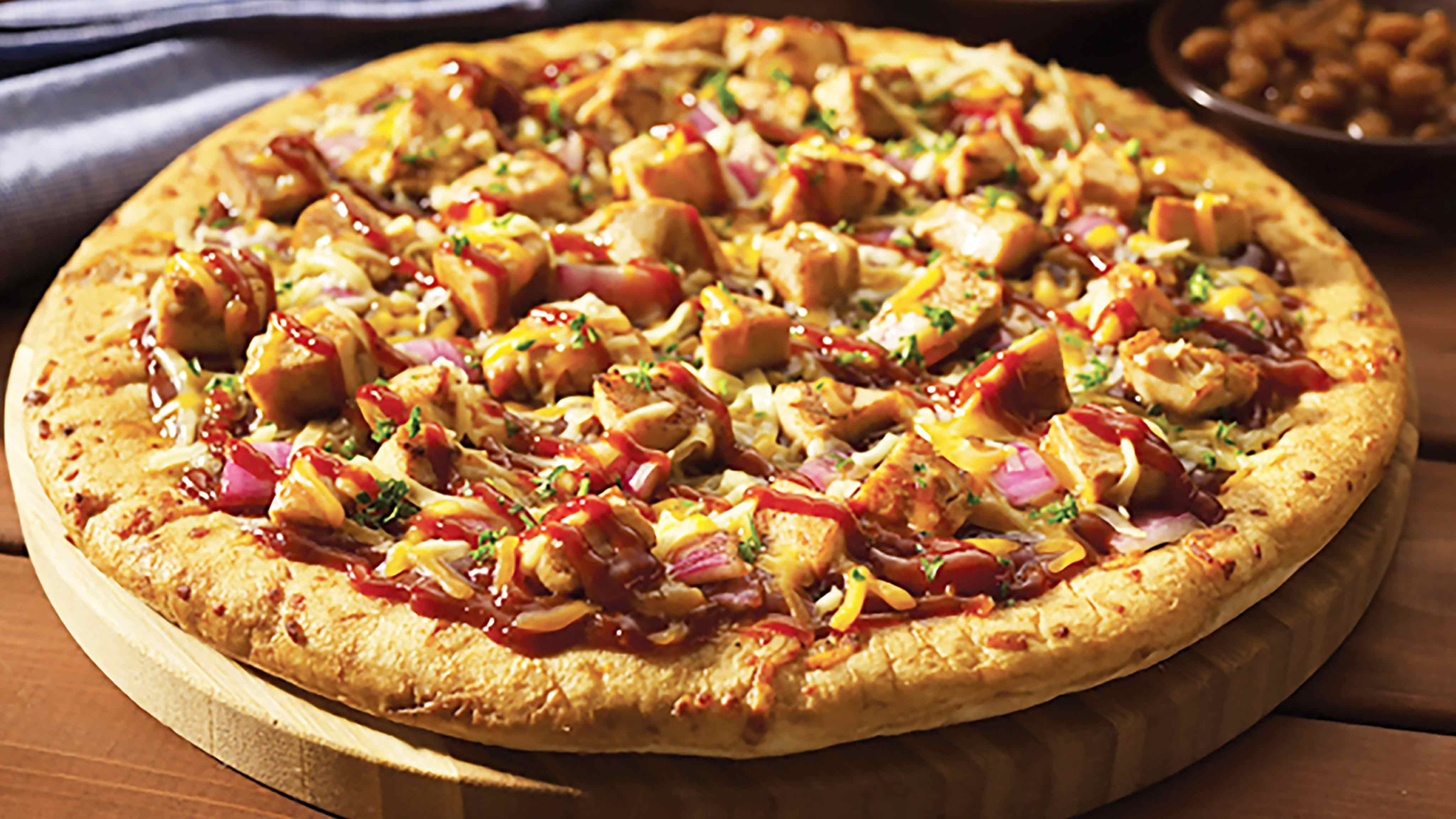 Image for Recipe Barbecue Chicken Pizza with Red Onion and Smoked Gouda